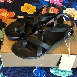 OluKai Black Leather 'Upena Sandals—NEW